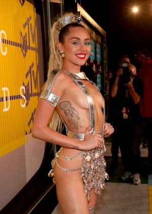 Miley Cyrus: 2015 MTV Video Music Awards in Los Angeles [adds]-28